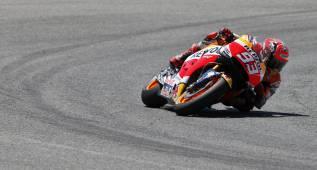 Márquez lidera el test y a Rossi 'se le pegan las sábanas'