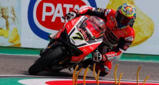Davies lidera el podio británico en la primera carrera de Ímola