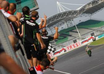 Tom Sykes lidera el doblete de Kawasaki con Torres cuarto