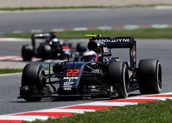 Contradicciones en McLaren sobre la carrera de Alonso