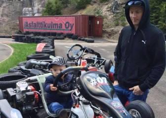 Raikkonen inculca al pequeño Robin su afición por los coches