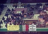 """Dios perdona, Mugello no"", pancarta de quita y pon"