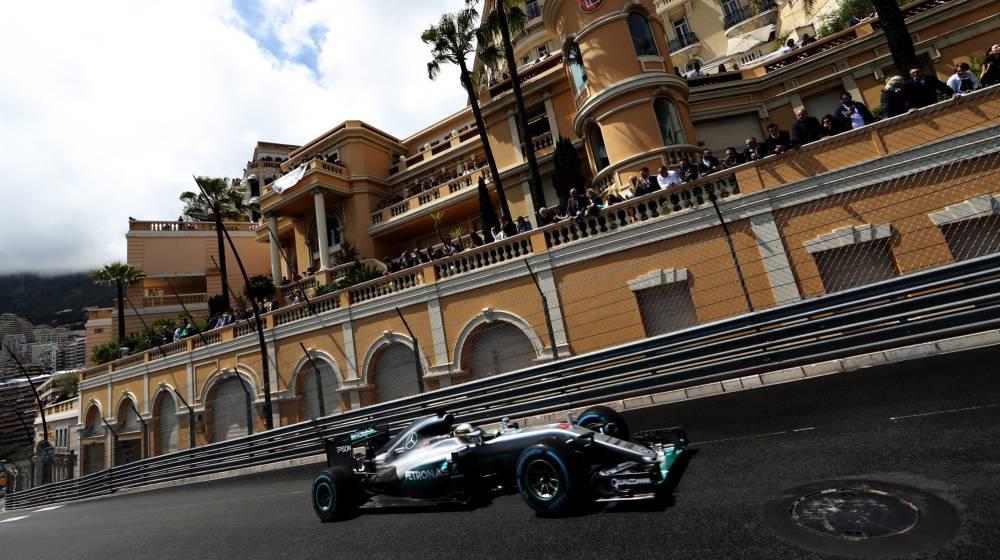 Primera victoria de Hamilton; Alonso, quinto y Sainz, octavo