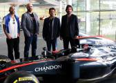 McLaren: Keanu Reeves visita el centro tecnológico de Woking