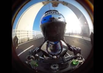 Sofuoglu cruza en moto un puente en Turquía a 400 km/h