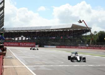 Hamilton gana en Silverstone, Sainz acaba 8º y Alonso 13º