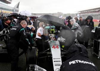 Mercedes ensaya 210 paradas en boxes durante un GP