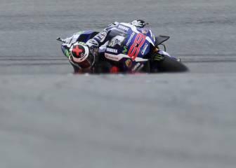 Lorenzo sufre para pasar a la Q2 y acumula otra caída