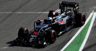 Mercedes domina y Alonso resiste en Alemania