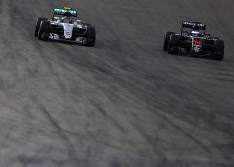 Mercedes: 2.212 km más que Honda con dos motores menos