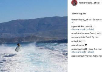 Alonso descansa 'volando' con una moto de agua