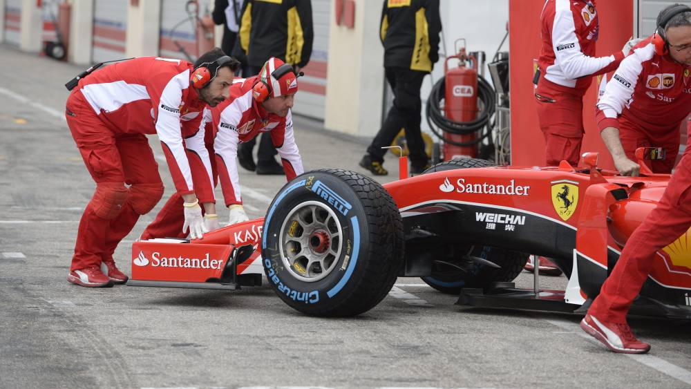 """Los coches de la F1 2017 irán """"sobre raíles"""", asegura Pirelli"""