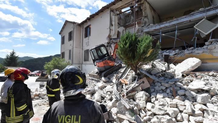 Fenati socorre a las víctimas del terremoto de Italia