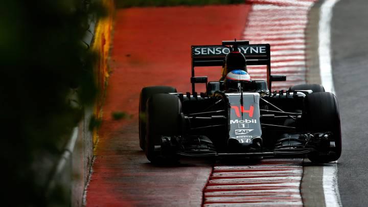Mercedes domina y desastre de Honda en los Libres 1