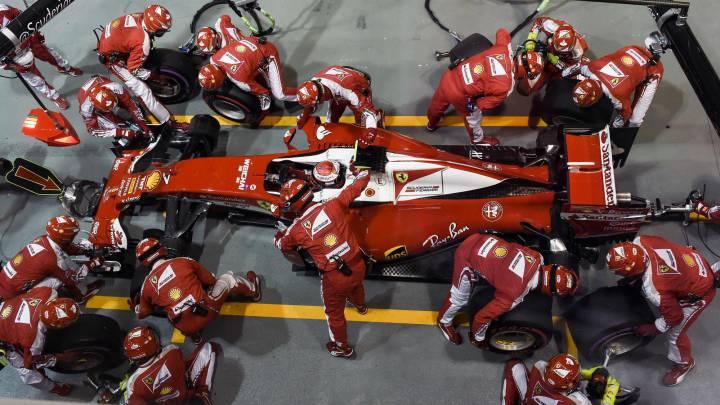 Ferrari arruina a Raikkonen y acierta en estrategia con Vettel