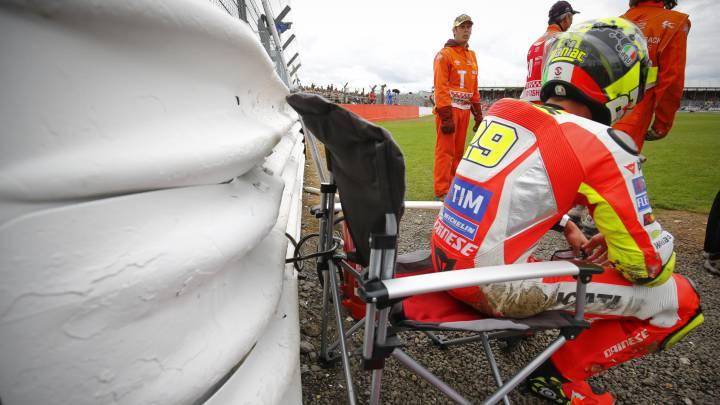 La micro rotura vuelve a bajar a Andrea Iannone de la Ducati