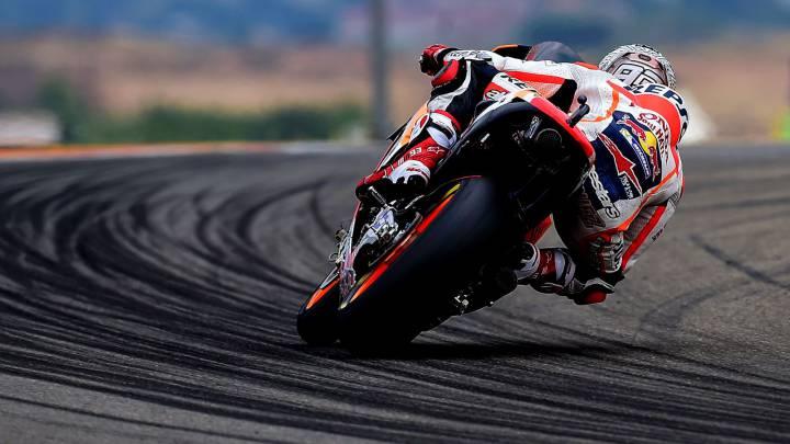 Márquez lidera pese a una caída el accidentado FP3 de Aragón