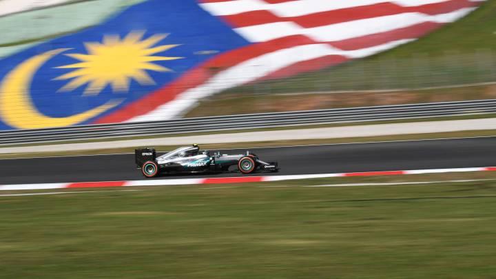 Alonso, quinto, a una décima de Vettel y su Ferrari en Sepang