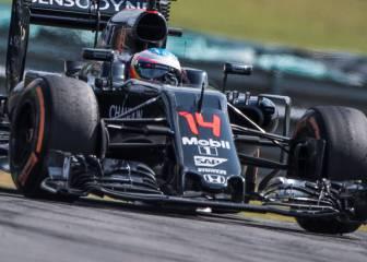 Alonso magistral en Sepang: 13 adelantamientos en 6 vueltas