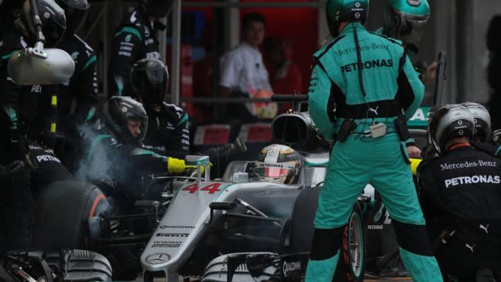 Mercedes cambia los guantes de los pilotos por el embrague