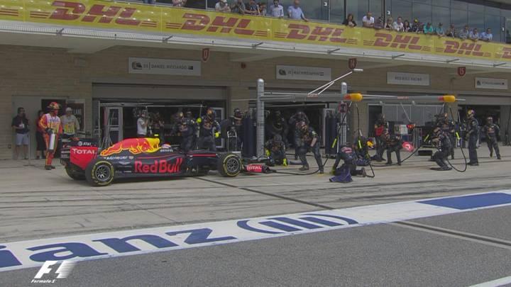 Desastre para Max Verstappen: del horrible pit stop a la avería