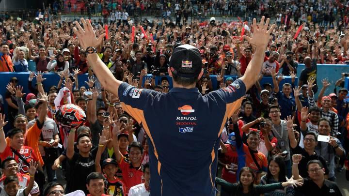 Márquez se da un baño de masas en Indonesia antes de Malasia.