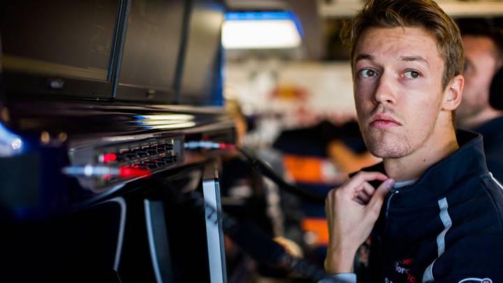"""Villeneuve no entiende que Kvyat siga: """"No está al nivel de Sainz""""."""