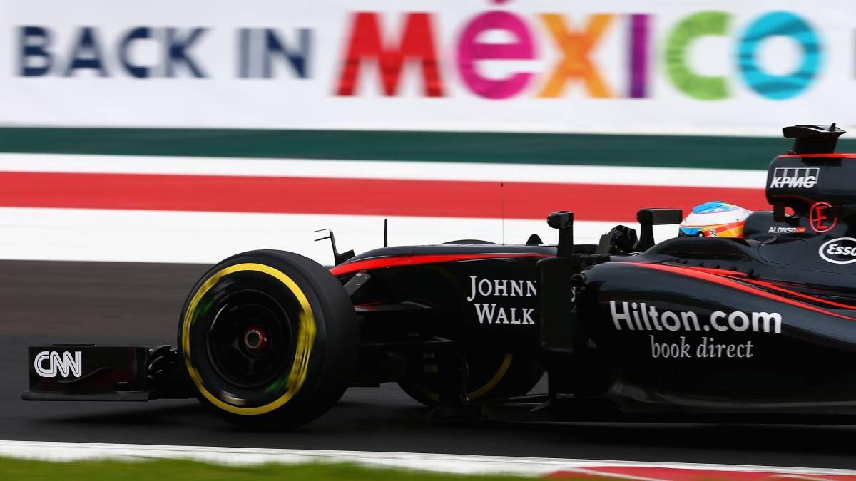 Fernando Alonso en el GP de México 2015 con el McLaren-Honda.