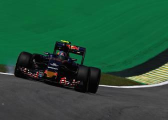 Raikkonen pasó a milímetros de Sainz en los libres