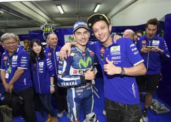Despedida con afectuoso saludo entre Rossi y Lorenzo