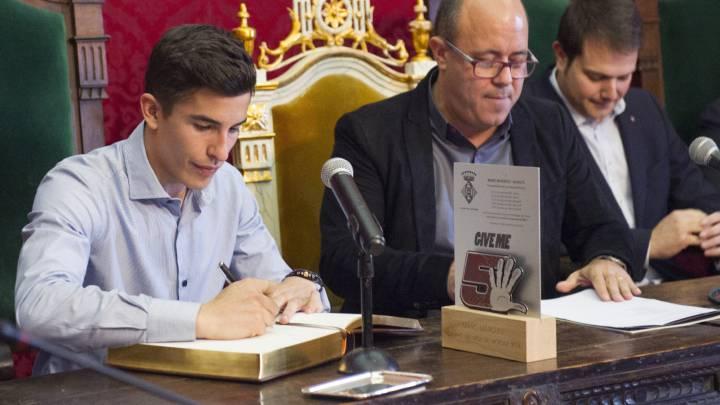 Márquez, recibido por cientos de aficionados en Cervera