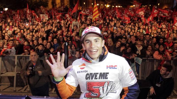 Márquez celebra sus cinco títulos: ¡\'Give me five\', Cervera!
