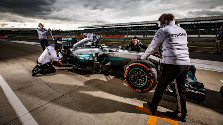 Así voló Lorenzo con el Mercedes de F1 en Silverstone
