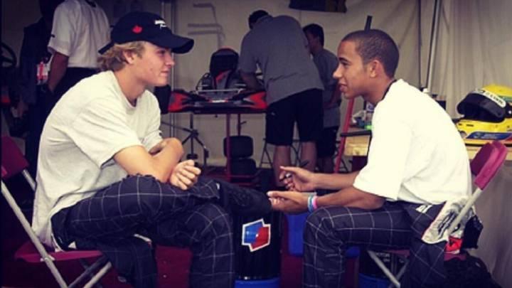 Nico Rosberg y Lewis Hamilton, en una imagen de archivo que subió el piloto británico para felicitar a su compañero en Mercedes por su título de campeón del mundo de Fórmula 1.