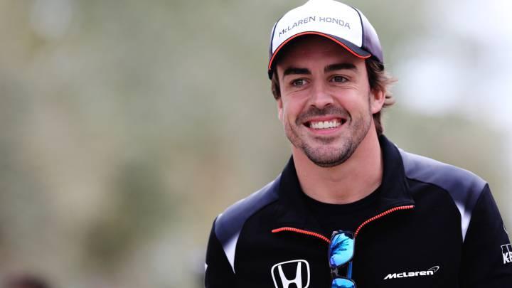 Fernando Alonso, en el Paddock del Gran Premio de  Bahréin de Fórmula 1.
