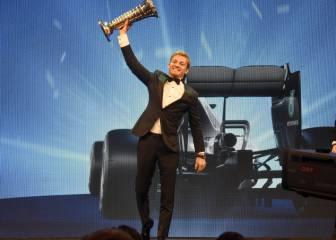 Rosberg emociona y Verstappen destaca en la gala de la FIA