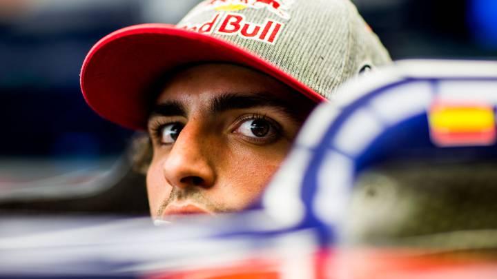 Carlos Sainz subido en el Toro Rosso durante el GP de Abu Dhabi.