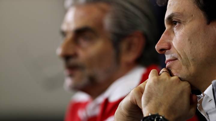 Toto Wolff y Maurizio Arrivabene durante una rueda de prensa de la FIA.
