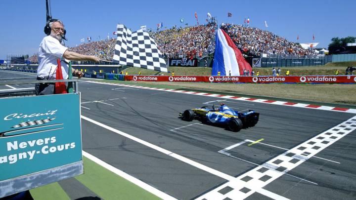 Fernando Alonso ganando el GP de Francia de 2005 en Magny Cours.
