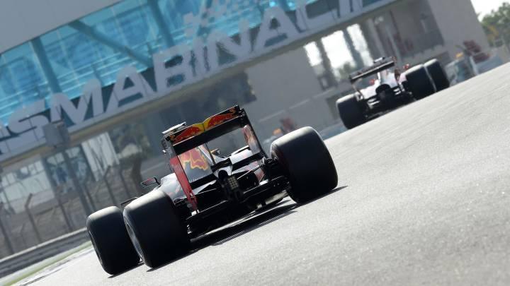 Red Bull y Ferrari durante los test de Pirelli en Abu Dhabi.