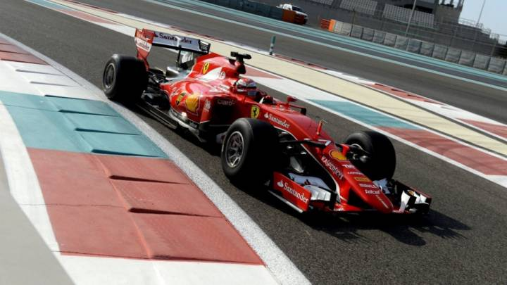 Kimi Raikkonen con el Ferrari modificado según las normas de 2017 durante los test de Abu Dhabi de final de temporada.