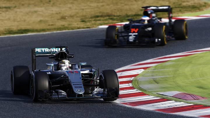 Lewis Hamilton con el Mercedes y Fernando Alonso con el McLaren.