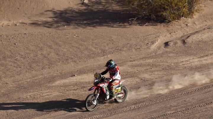 El piloto espanol Joan Barreda Bort conduce su motocicleta Honda durante la décima etapa del Dakar 2017 entre Chilecito y San Juan en Argentina.