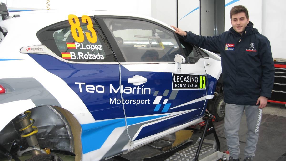 Pepe López con el Peugeot 208.