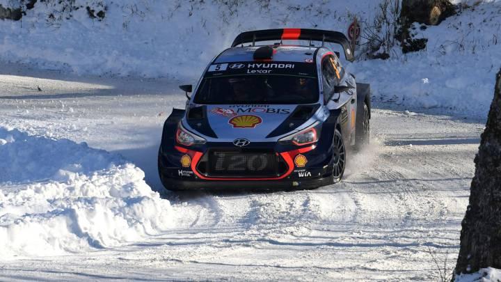 Thierry Neuville con su Hyundai i20 WRC.