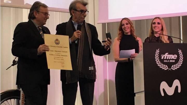 Jaime Alguersuari, al recoger la medalla de oro de la RFME.