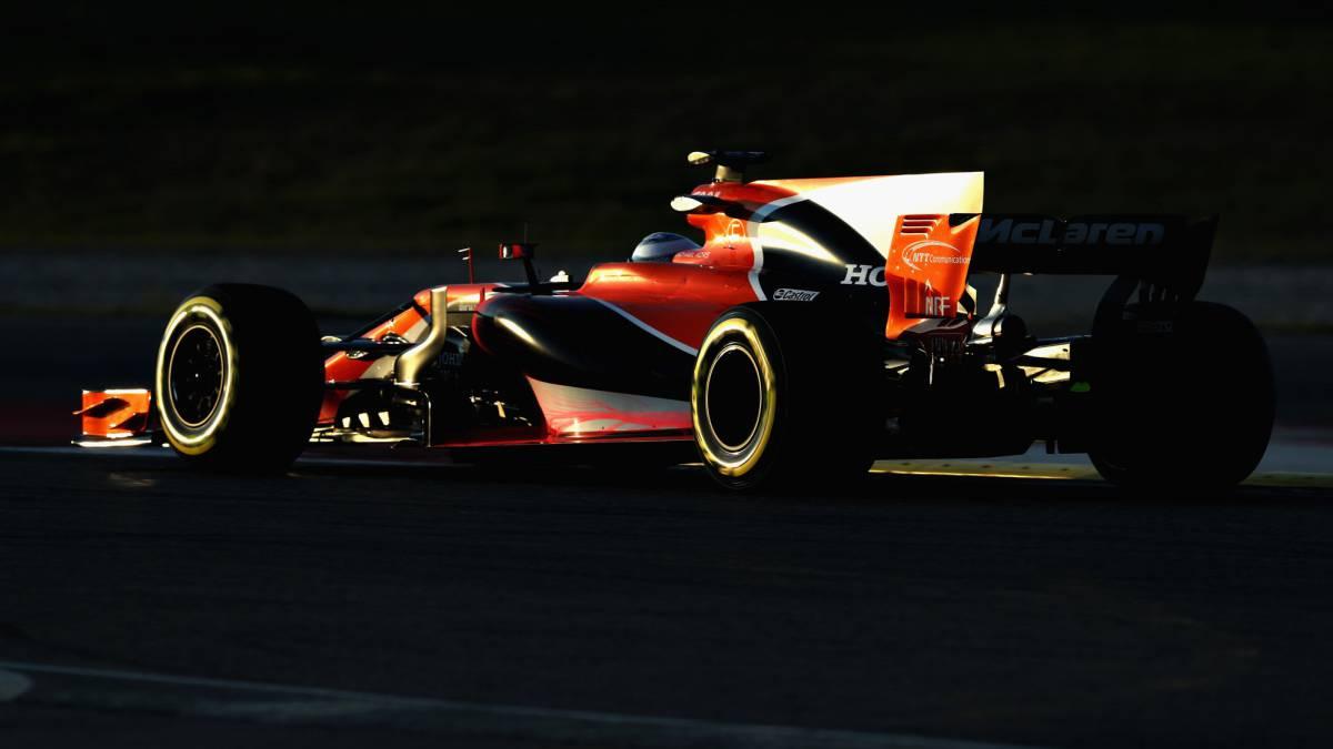 Alonso sufre el primer desastre del motor Honda de 2017