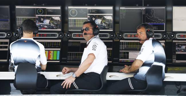 Eric Boullier, en el muro de McLaren.