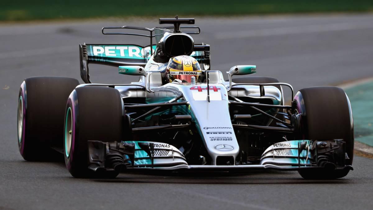 Lewis Hamilton con el Mercedes en Australia.