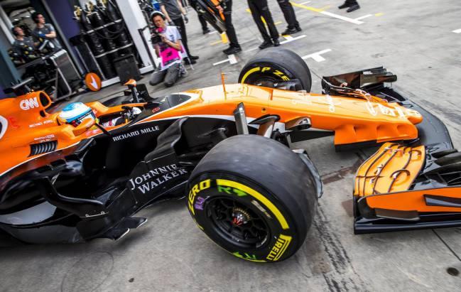 Fernando Alonso con el McLaren en Australia.